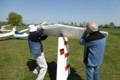 Segelflug_DG-100-Aufbau-Ansetzen-Hoehenleitwerk